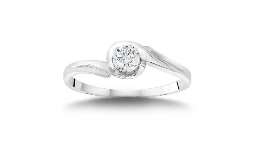 Round Brilliant Diamond 14-Karat White Gold Solitaire Ring