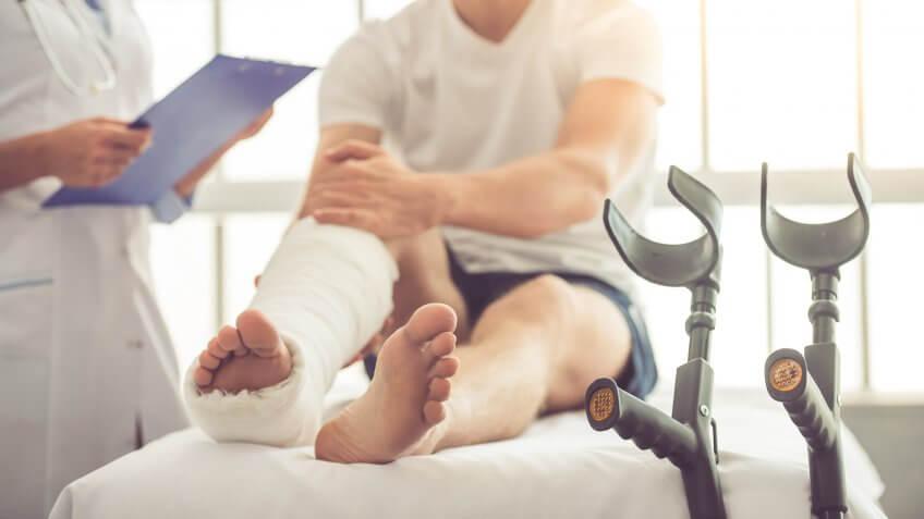 female-medical-doctor-man-injured