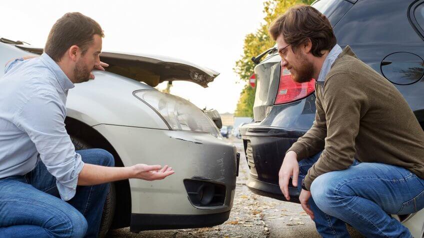 two-men-arguing-after-car-accident