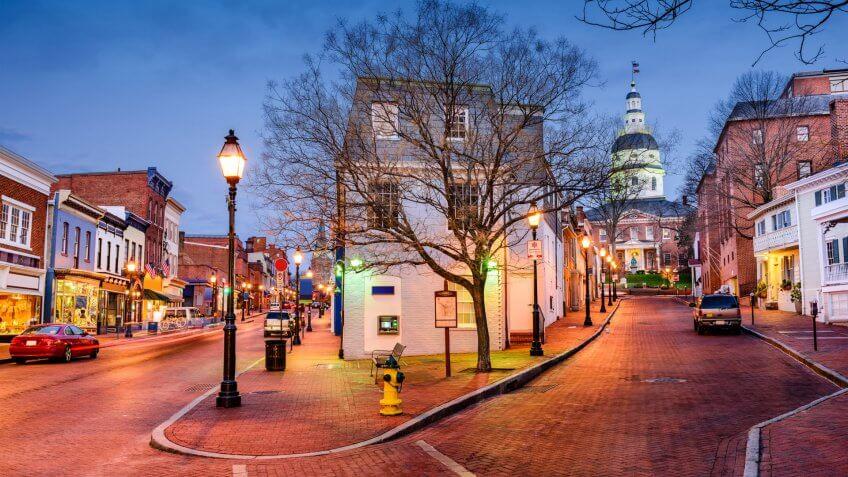 Annapolis Maryland city street at dusk