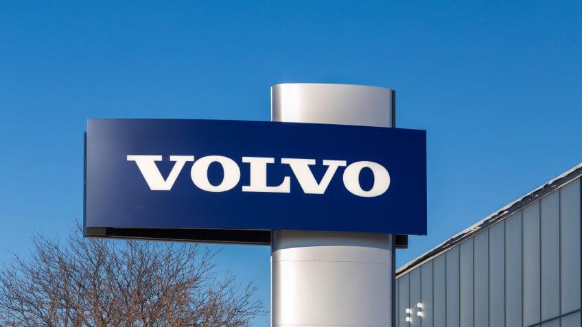 MINNEAPOLIS, MN/USA - JANUARY 14, 2017: Volvo automobile dealership sign and logo.