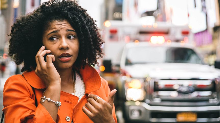woman-calling-family-emergency