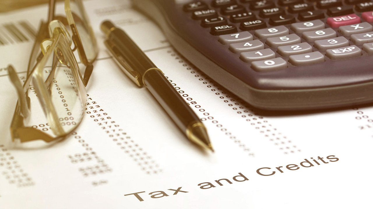 Tax Credits vs. Tax Deductions: Here's the Difference