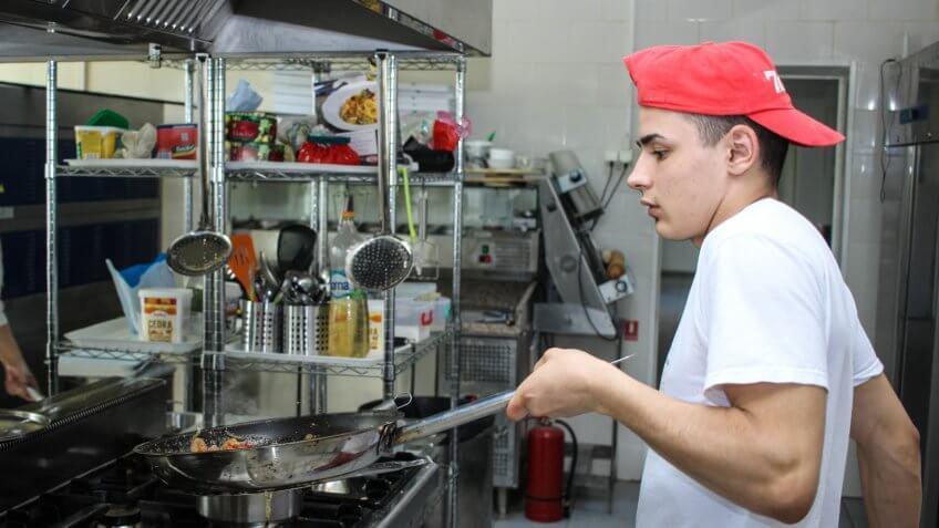 fry cook, kitchen, minimum wage