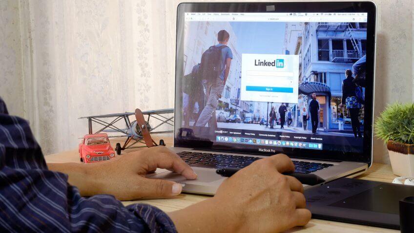 Apple Macbook pro LinkedIn