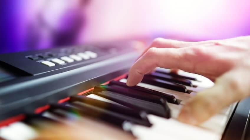 Musical instrument, electronic keyboard