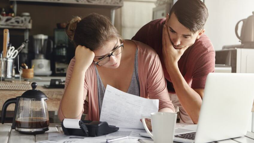 frustrated-couple-finances