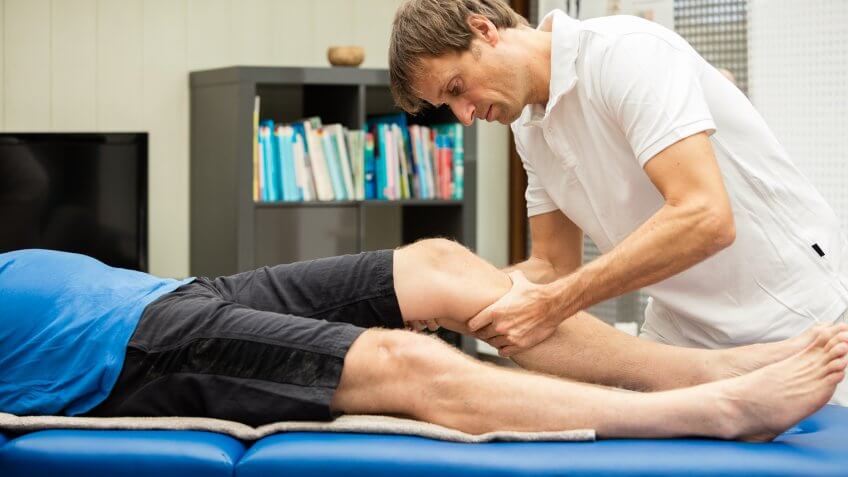 """A typical knee test: The so-called """"Lachmann-Test""""."""