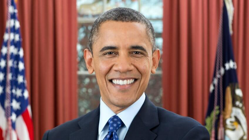 Official portrait of President Barack Obama in the Oval Office, Dec.