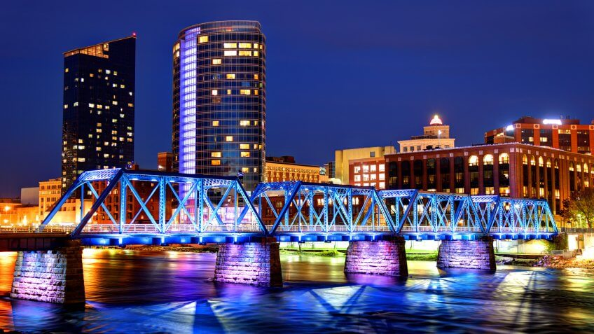Grand Rapids Michigan skyline along the banks of the Grand river.