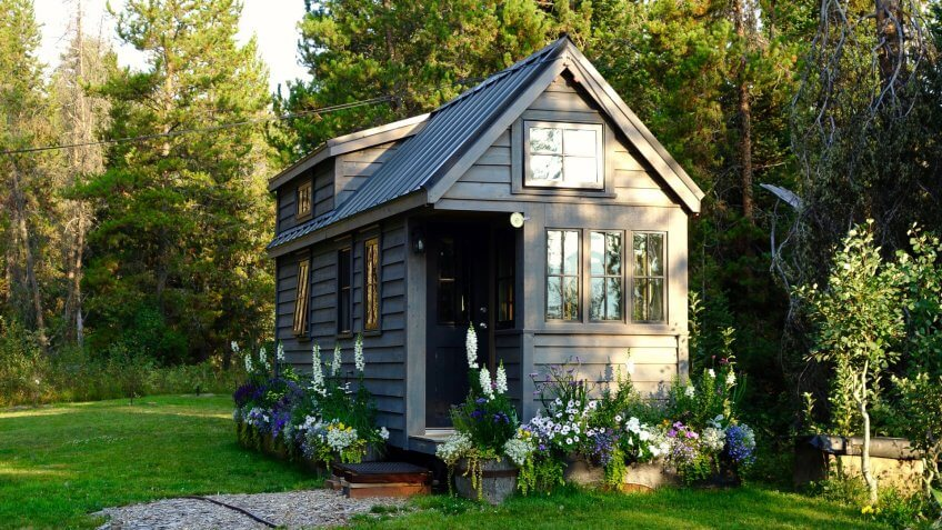 outdoor-tiny-home