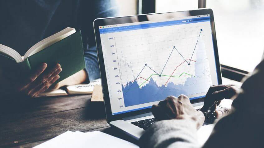 analytics-marketing-laptop