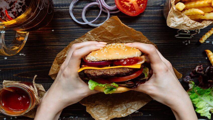 Restaurants saving money gobankingrates for Fast food places open on easter sunday