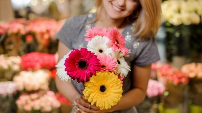 5 Ways to Save Money on Valentine's Day Flowers