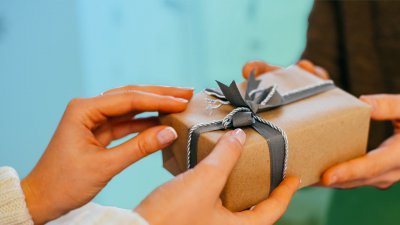 Gift-Giving Tips For Tight Budgets