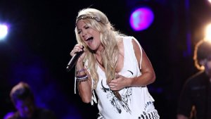 Net Worths of 'American Idol' Alums Carrie Underwood, Kelly Clarkson and More