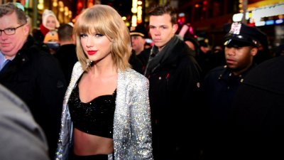 Taylor Swift Drops Hundreds for a High-Flying Date with Falcons