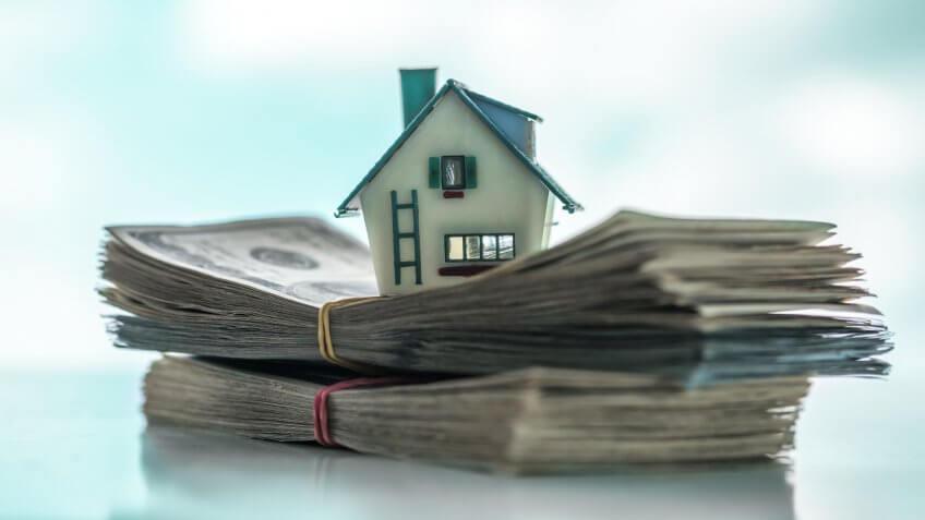 house model on euro cash