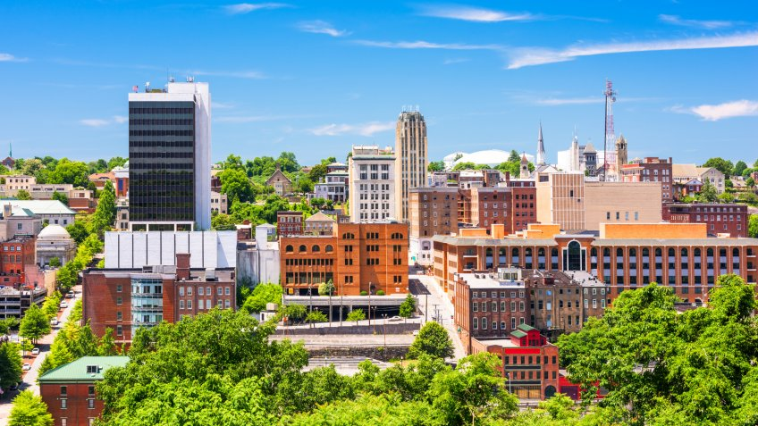 Lynchburg, Virginia, USA downtown skyline.