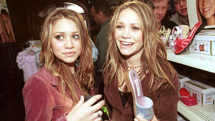 Mandatory Credit: Photo by Norm Betts/REX/Shutterstock (376437f)15 year old twins Mary Kate and Ashley Olsen (Ashley has the pinker of the two jackets).