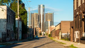15 Cities That Are Getting Poorer