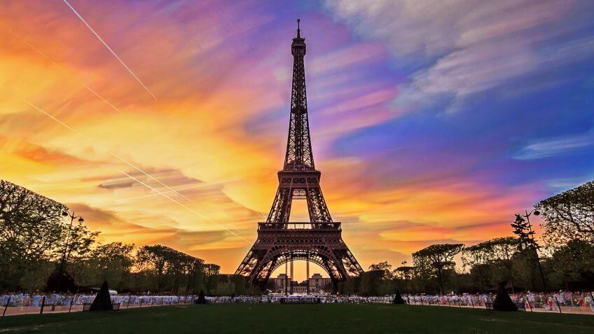 The Eiffel Tower in Paris against a backdrop of a colorful sunset
