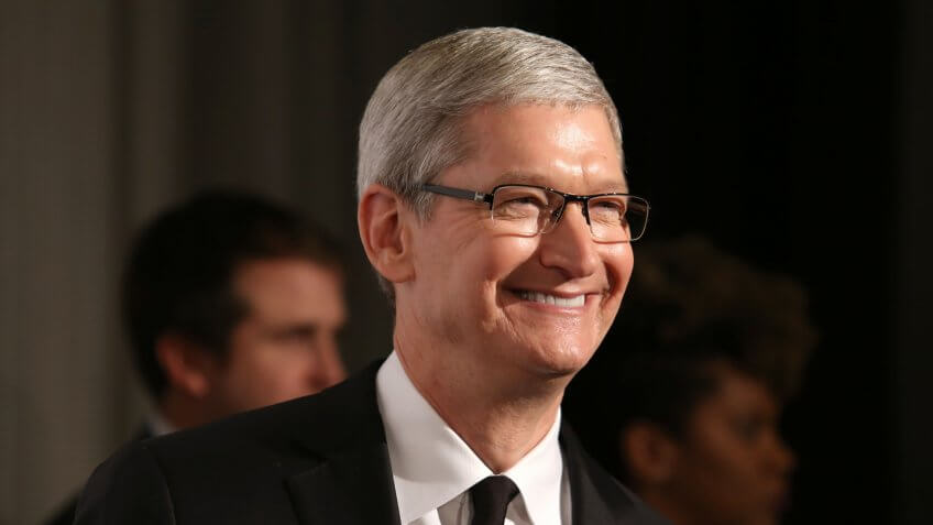 NUEVA YORK - 8 de diciembre de 2015: el CEO de Apple, Tim Cook, asiste a los Premios Ripple Of Hope 2015 en el Hotel Hilton el 8 de diciembre de 2015, en Nueva York.