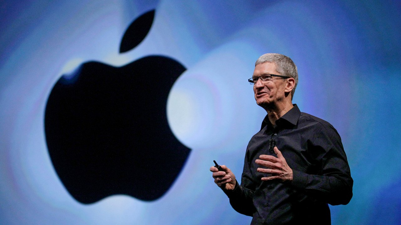 Essential Leadership Tips from Apple's Tim Cook and Steve Jobs