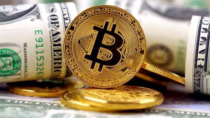 bitcoin cryptocurrency and US dollars