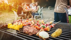 Throw a BBQ Party for Less With 5 Simple Tips