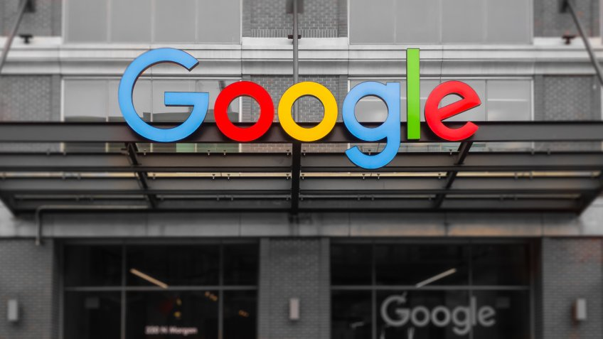 Google Takes on Apple, Amazon With First Retail Store