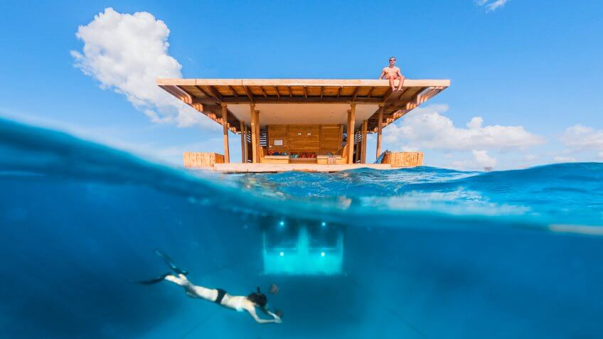 Manta Resort above and under water room