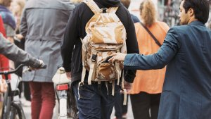 Watch Out for These Most Common Pickpocketing Schemes
