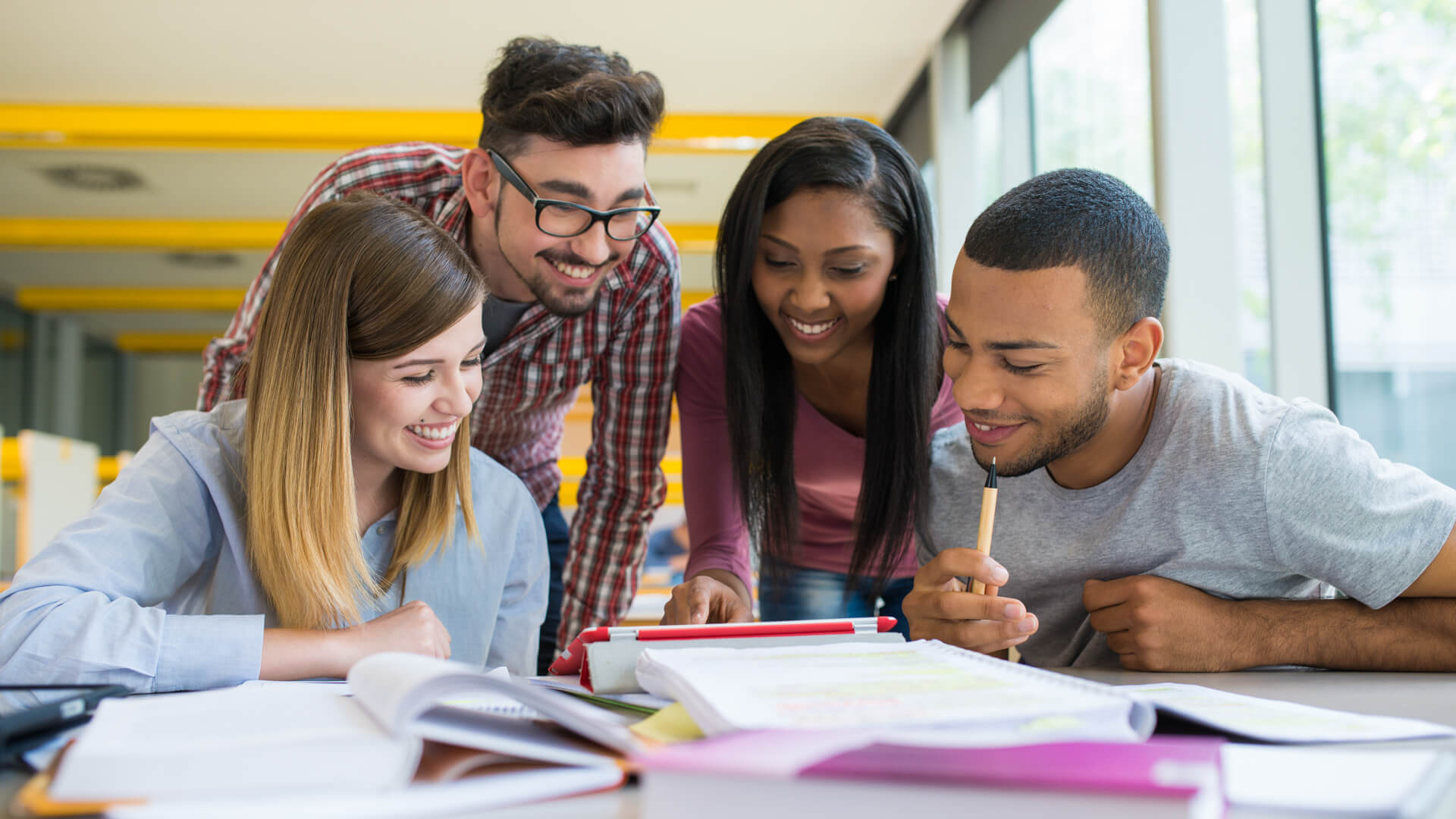 8 Best Banks for High School Students