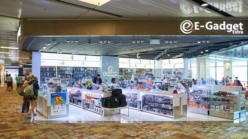 Electronics store at an airport