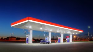 ExxonMobil vs. Chevron: Crude Prices Are Down, So Which Oil Stock Should You Buy?