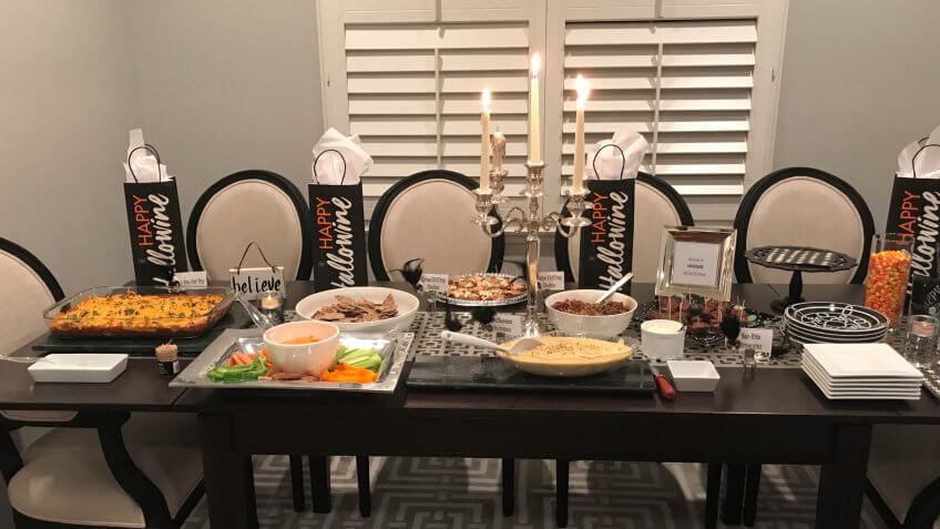 Influencer Halloween table Lisa Beres