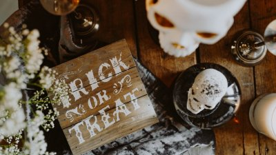 How I Threw a Spooktacular Halloween Party for Cheap