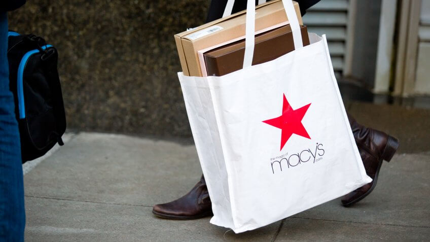 Macy's vs. The Gap: Should You Buy Monday's Retail Bounce?