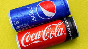 Coca-Cola vs. Pepsi: Coke Beat Earnings Expectations But Is Pepsi the Better Buy?