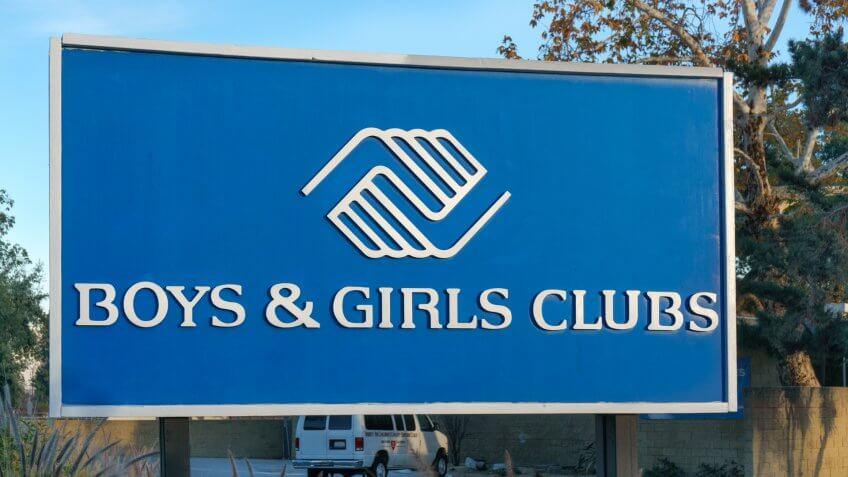 PASADENA, CA/USA - JANUARY 2, 2016: Boys & Girls Club sign and logo.
