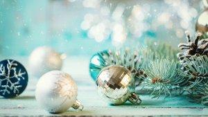 15 Hacks to Save on Your Christmas Decor