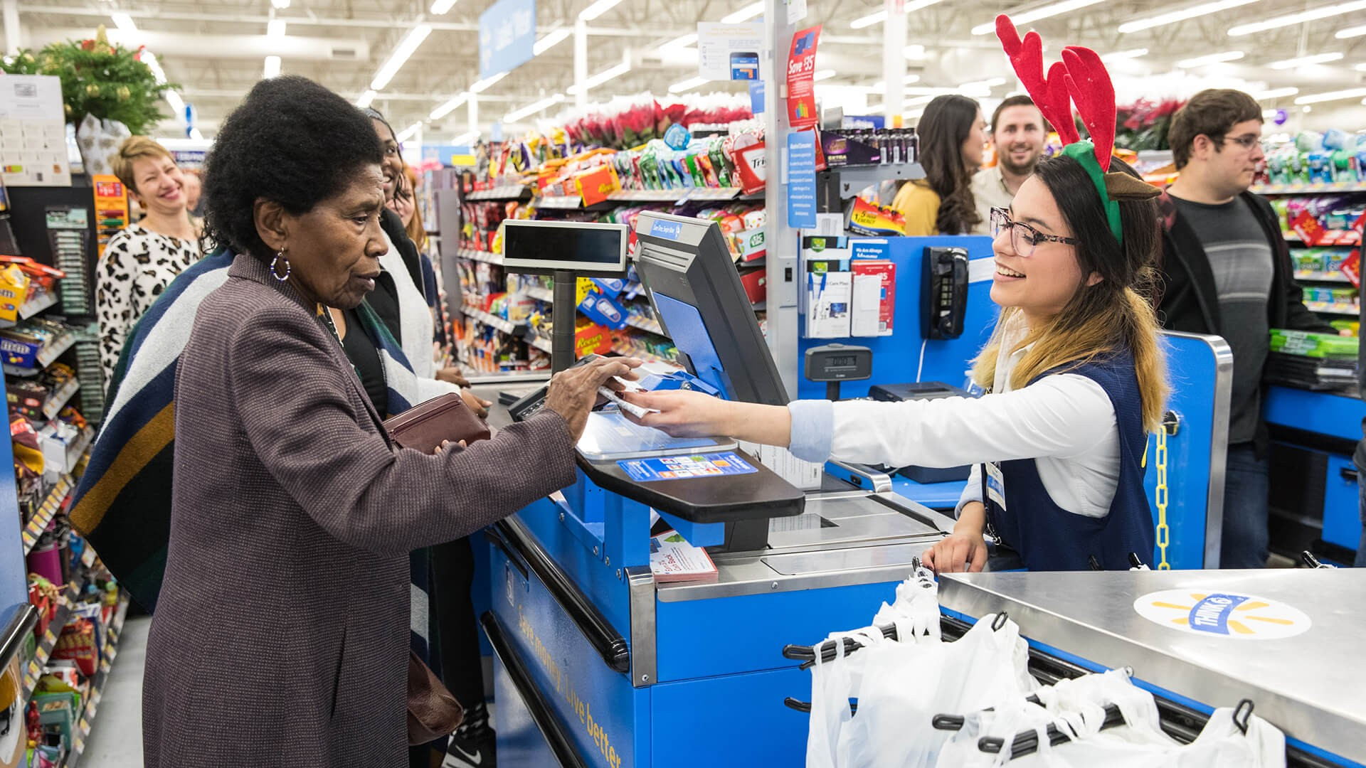 Walmart S Holiday Hours For New Year S Eve And New Year S Day Gobankingrates