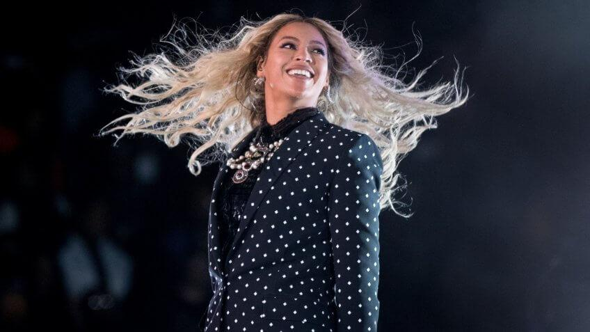 Mandatory Credit: Photo by Andrew Harnik/AP/REX/Shutterstock (7004263l)Beyonce Beyonce performs at a Get Out the Vote concert for Democratic presidential candidate Hillary Clinton at the Wolstein Center in ClevelandCampaign 2016 Clinton, Cleveland, USA - 04 Nov 2016.