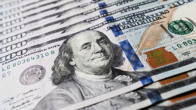 one hundred dollar bills US Federal Reserve