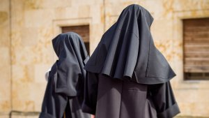 2 Nuns Steal $500,000 and Head Straight to Sin City