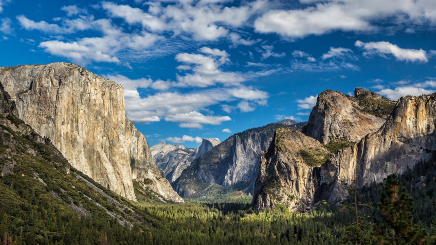 Yosemite National Park Valley from Tunnel View
