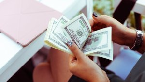 Have Less Than $1,000 in Savings? Here Are 5 Ways to Boost Your Finances in 2019