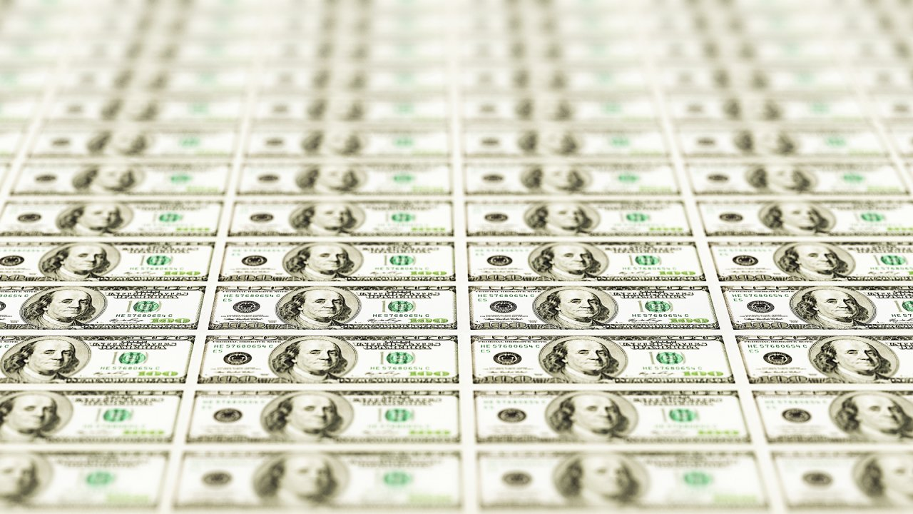 2 Experts Predict How Long Cash Will Survive
