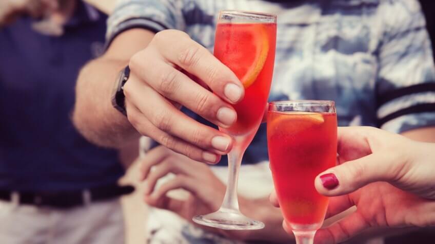 two friends cheersing drinks